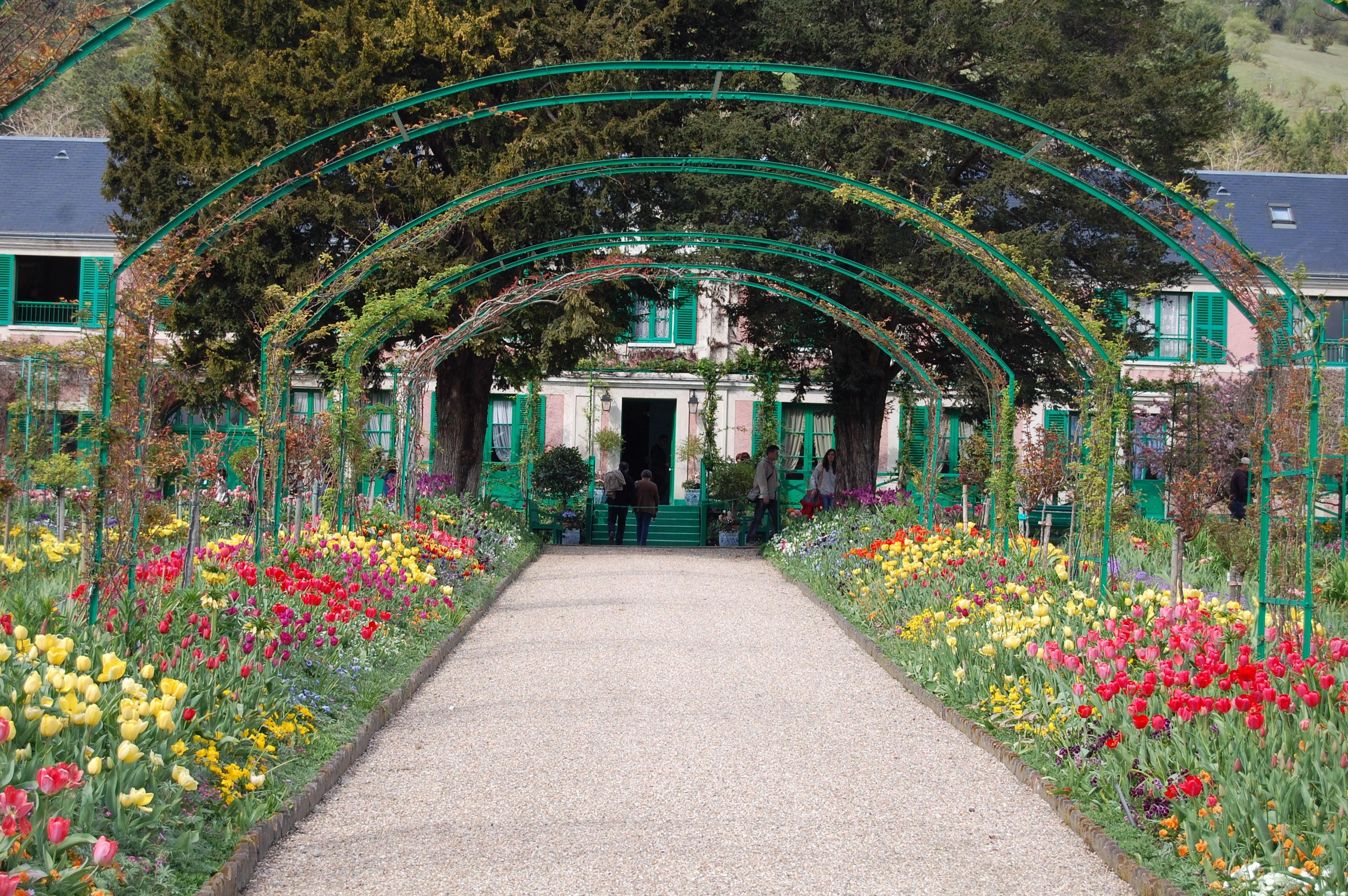 Monet s garden at giverney gardeninacity for Monet house
