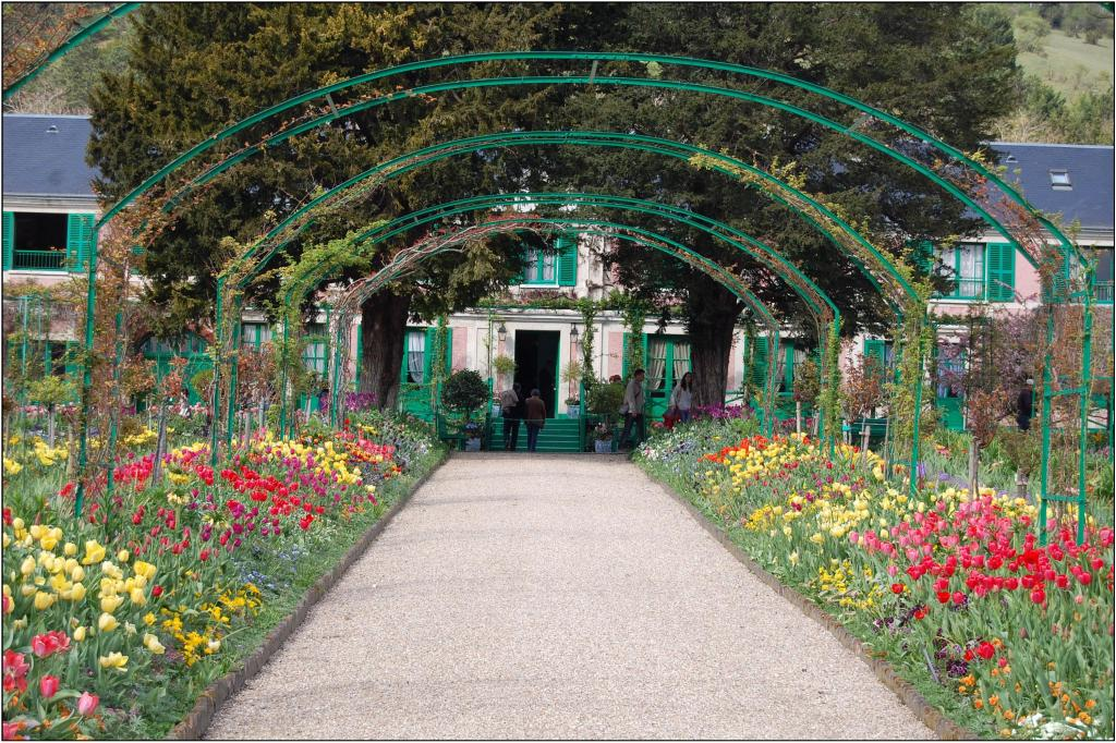 Giverny grand allee.