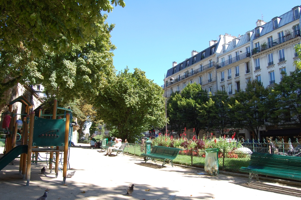 Park on the Rue Monge, a good place for a picnic.