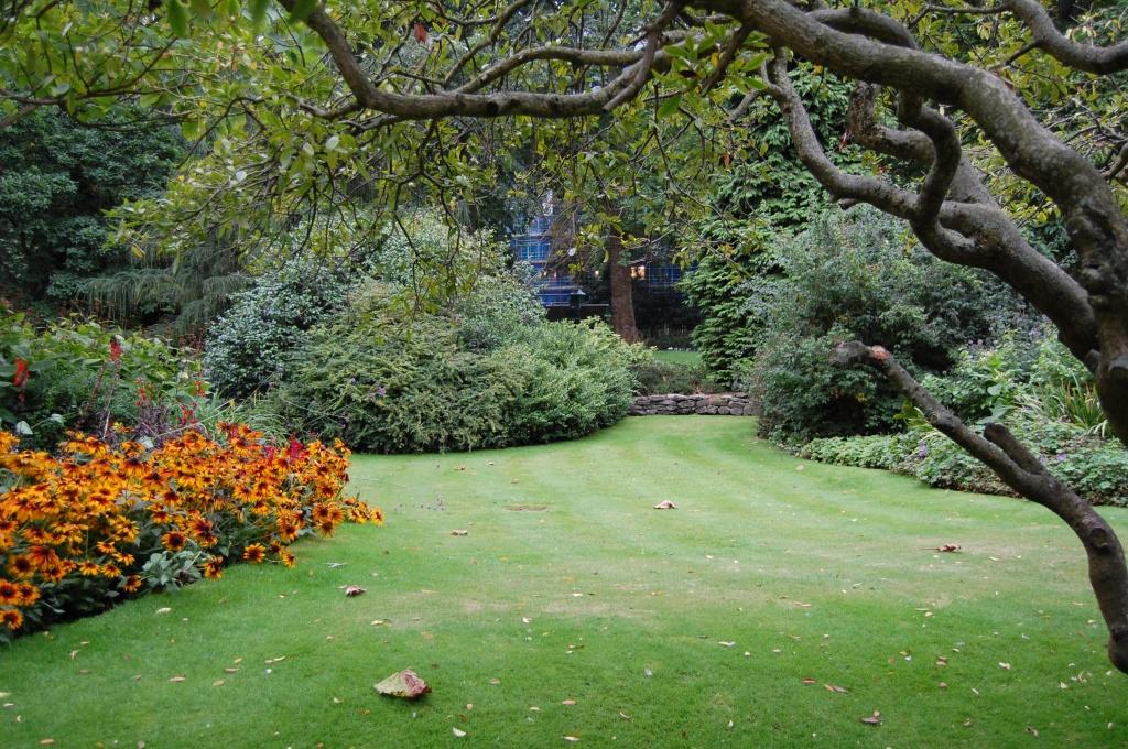 Kensington Garden Flower Walk