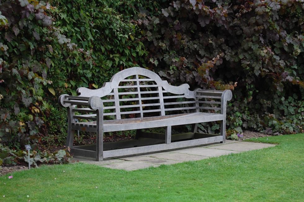 2013-09-12 10.00.41 Sissinghurst Lutyens bench