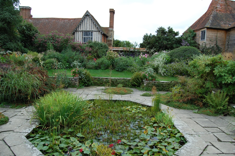2013-09-14 07.09.34 great dixter sunk garden