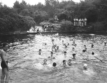 "Columbus Park ""swimming hole"", 1935. Source: Jensjensenthelivinggreen.org"