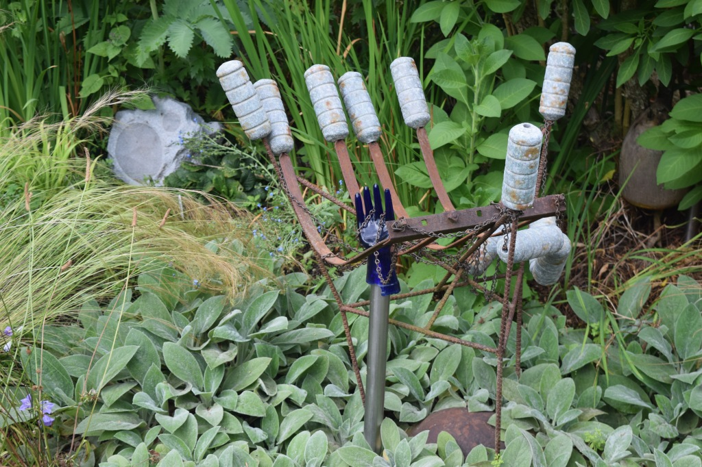 Not sure what this is supposed to be - cattails? But I do like stuff made from old metal.