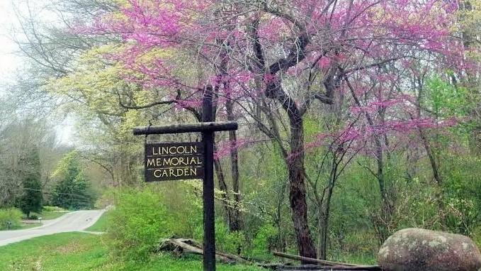 Entrance to the Lincoln Memorial Garden.